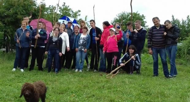 Korisnici, volonteri i zaposlenici Udruge ʺMIʺ na druženju u Kutjevu