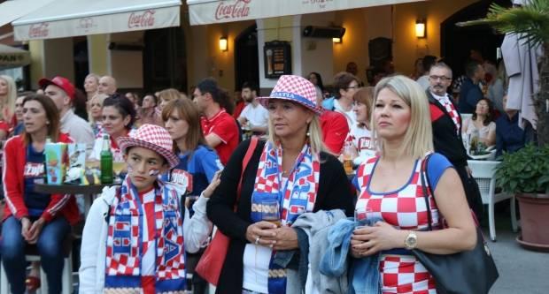 Ludnica u Požegi nakon pobjede Hrvatske nad Danskom, 1.7.2018.