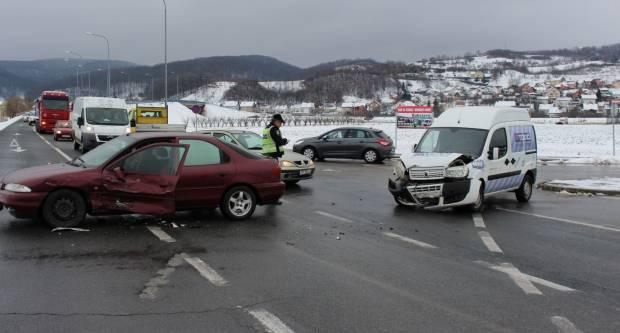 Prometna nesreća na križanju Šokačke i Industrijske ulice u Požegi