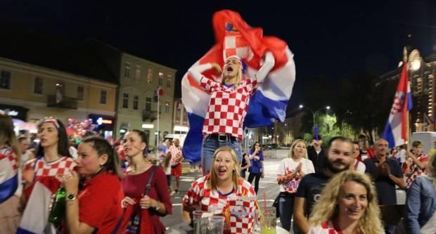 Ludnica u Požegi nakon pobjede Hrvatske repke nad Engleskom 11.7.2018. 1. Dio