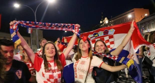Ludnica u Požegi nakon pobjede Hrvatske repke nad Engleskom 11.7.2018. 2.Dio