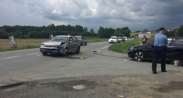 U prometnoj nesreći kod Jakšića 20-godišnjakinja ozlijeđena i prevezena u OŽB Požega