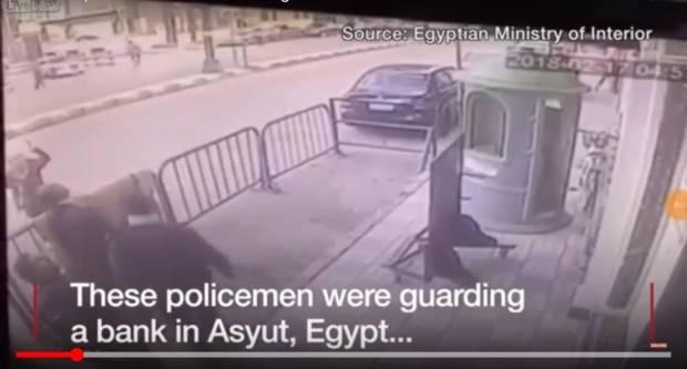 Pogledajte kako je policajac uhvatio dijete koje je palo s trećeg kata
