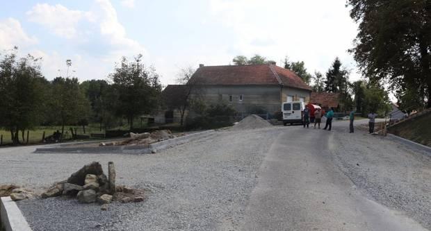 Započeli radovi na izgradnji cesta u Antunovcu; uskoro dovršetak parkirališta u Marinom Selu