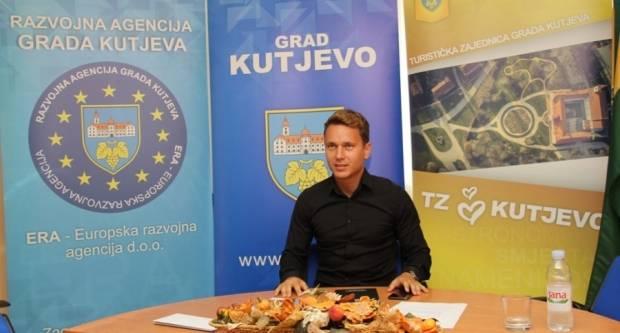 Građanima na poklon predstave, priredbe, utakmica i koncert Ivana Zaka