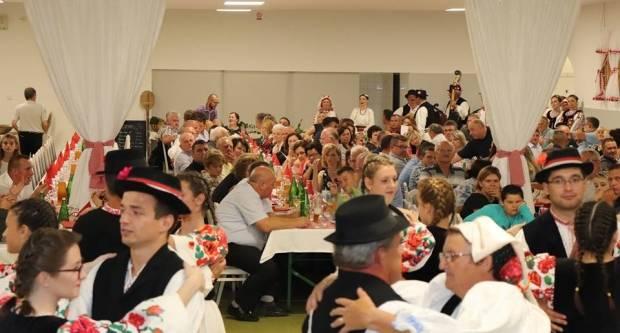Uz raskoš kulturne baštine i tradicije održano 1. Lipičko Slavonsko sijelo