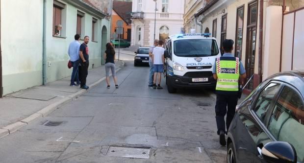 Pijani 18-godišnjak hodao kolnikom i zaustavljao promet te razbijao boce