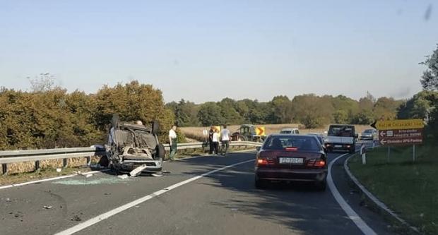 Prometna nesreća kod Oblakovca, automobil završio na krovu