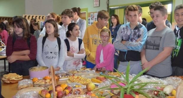 Lipički osnovnoškolci se zahvalili za plodove zemlje