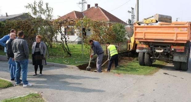Izvođači na gradilištu: Počeli radovi na nogostupu u Radićevoj ulici