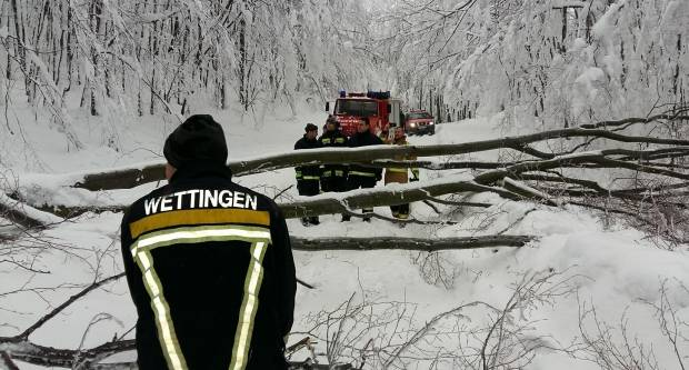 Velički vatrogasci ovaj vikend imali pune rukle posla na cesti za Jankovac