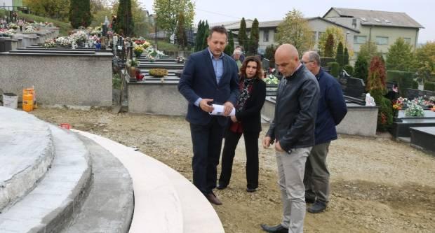Gradonačelnik Puljašić obišao sanaciju centralnog križa na Groblju sv. Ilije u Požegi