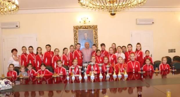 Gradonačelnik Puljašić primio Požeške mažoretkinje koje su nastupile na 22. Europskom prvenstvu