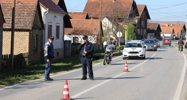 25-godišnjak se pijan i bez vozačke zabijao u vozila po Požegi te bježao policiji