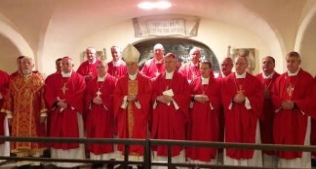 Hrvatski biskupi na početku pohoda Ad limina apostolorum slavili misu na grobu sv. Petra