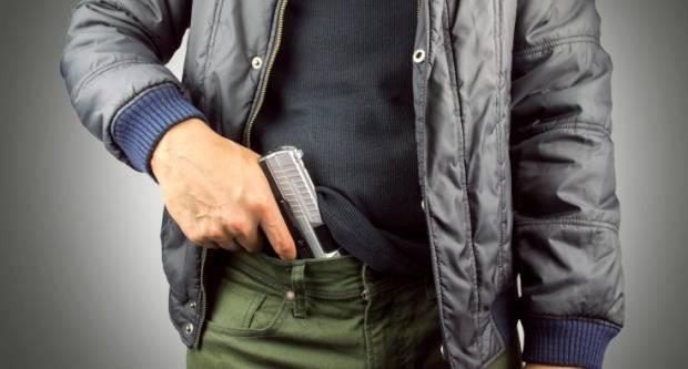 Pijani Pleterničanin (2.37 promila) s pištoljem i streljivom šetao po Pleternici