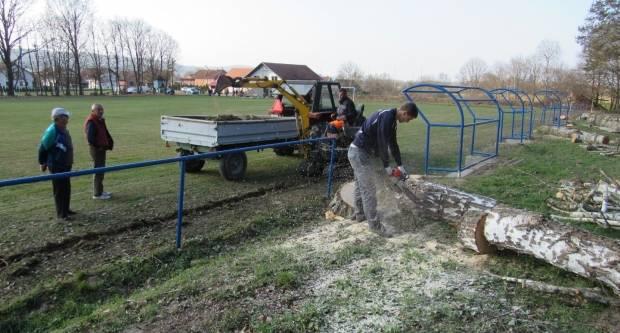 Radovi na obnovi nogometnog igrališta u Dobrovcu