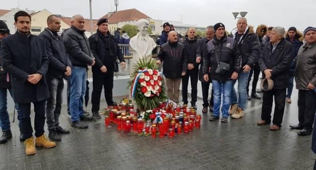 VUKOVAR: Deseci tisuća ljudi koračalo u Koloni sjećanja , 18.11.2018.