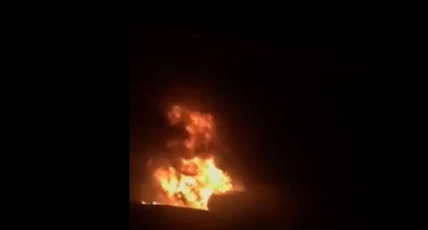 Kamion cisterna s kemikalijama sletio s autoceste i zapalio se (VIDEO)