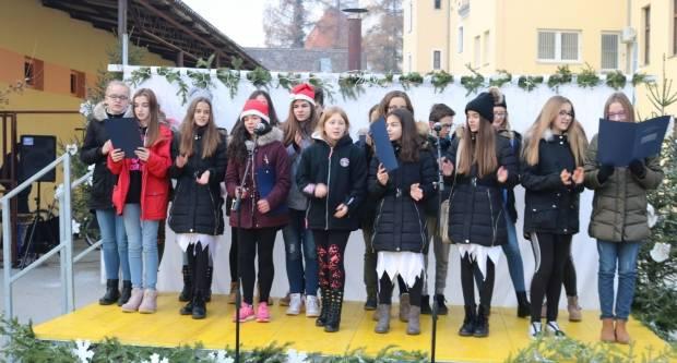 Učenici OŠ A. Kanižlića sami izradili ukrase i pekli kolače