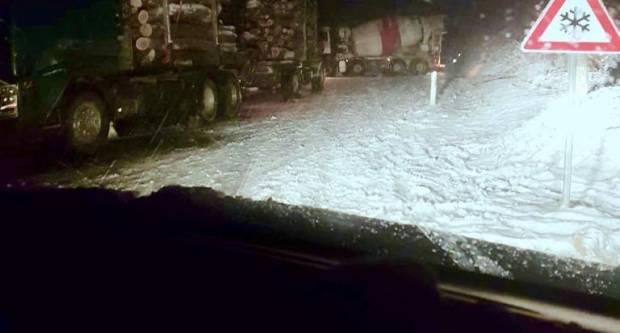 Teretno vozilo ʺmikserʺ se popriječio na Bučju, cesta zatvorena za promet