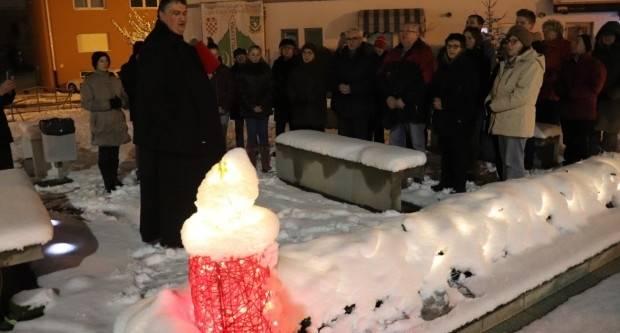 Zapaljena treća adventska svijeća u Lipiku
