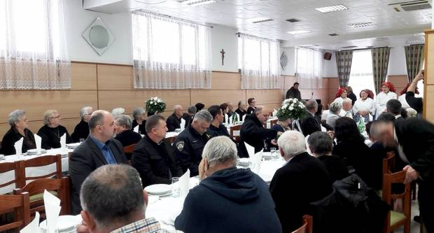 U sklopu tradicionalnog Božićnog okupljanja Udruga roditelja poginulih branitelja Domovinskog rata Slavonski Brod svečano obilježila 25. obljetnicu osnutka