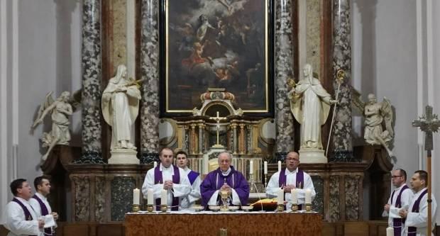 Biskup predvodio misu zornicu u požeškoj Katedrali