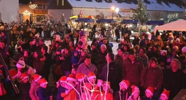 Božićni sajam u Pakracu: Odlično posjećena pakračka božićna priča