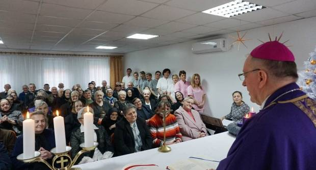 Biskup Škvorčević posjetio Dom za starije i nemoćne osobe u Velikoj