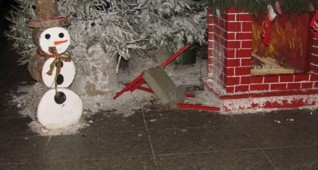 Huligani uništavaju Božićnu bajku u Slavonskom Brodu
