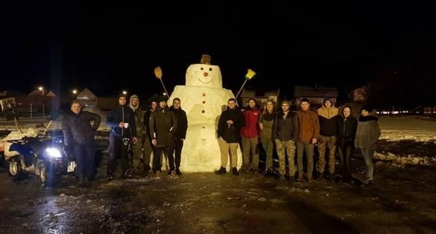 Veličani iskoristili prvi ovogodišnji snijeg i napravili ogromnog snjegovića
