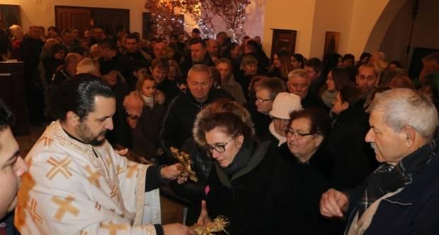 Liturgija i paljenje Badnjaka povodom pravoslavnog Božića u Požegi 6.1.2019.