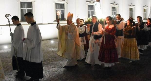 (FOTO) Proslava blagdana Gospe Lurdske u požeškoj Katedrali, 11.2.2019.