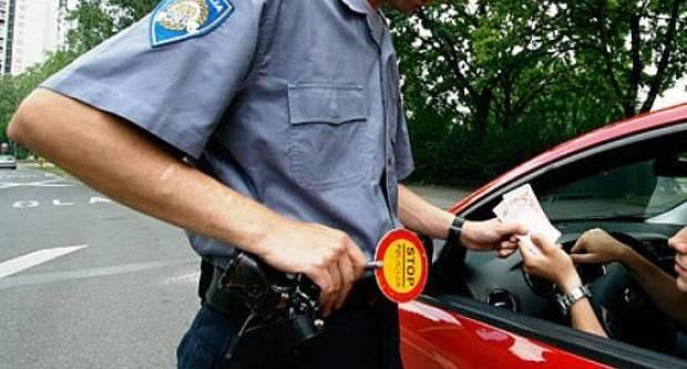 AKO PROĐE, PROĐE: 41-godišnjak policajcima ponudio novac da ne procesuiraju prekšaj