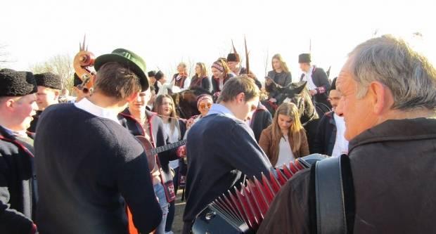 Inati se Slavonijo: Pokladno jahanje Oprisavci i Svilaj