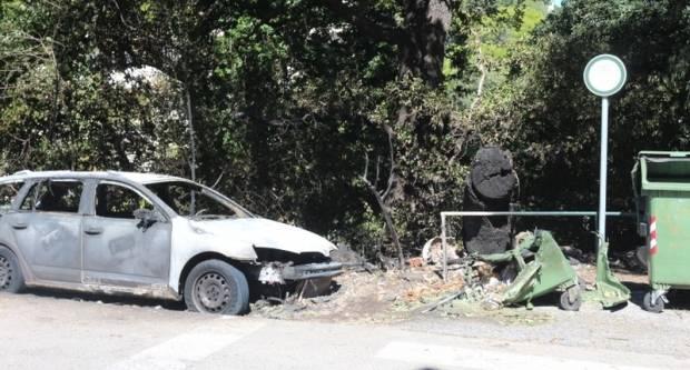 32- godišnjak ukrao taksi automobil, pa ga odvezao u šumu i zapalio