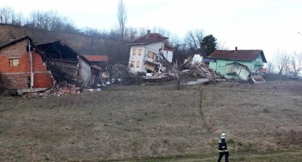 """""""Prikupljanje sredstava za ljude kojima su uništeni domovi uslijed klizišta u Hrvatskoj Kostajniciʺ"""