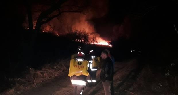 20-ak vatrogasaca gasi veliki požar na otvorenom u Kantrovcima