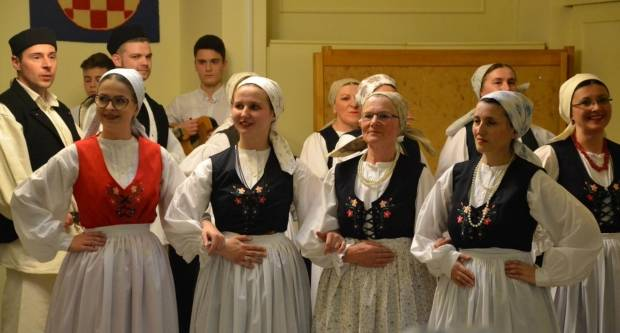 GKUD Požega poklonio koncert našim starijim sugrađanima