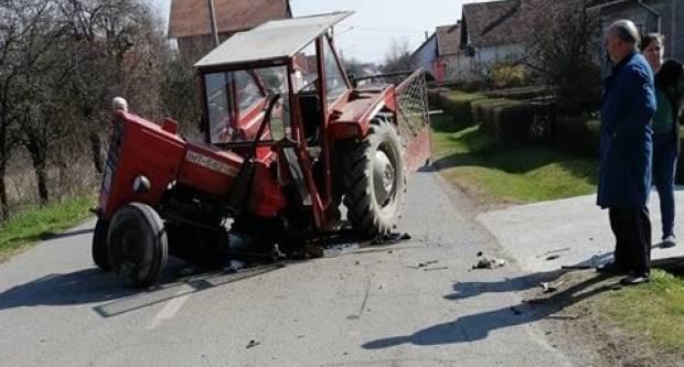 U Trenkovu sudar traktora i automobila, traktor ostao prepolovljen na cesti