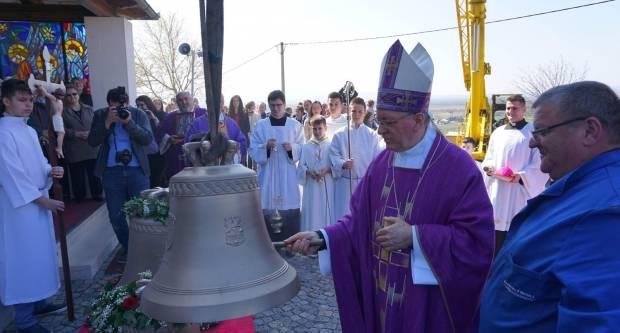 Blagoslov novih zvona u Stražemanu