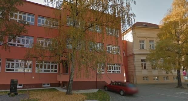 Iz Kempfove škole u Požegi ukrali laptop, u Čagliću s benzinske ukrali cigarete