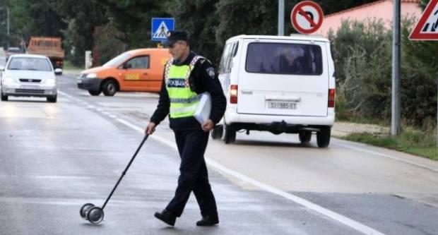 53-godišnjak u Pleternici lupio kamionom u prometni znak