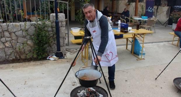 Požeška kronika među prvima u kuhanju brudeta u kotliću, pohvala !!!