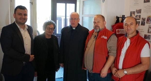 Biskup Škvorčević na Veliku subotu pohodio sjedište Caritasa, Caritasovu kuhinju i obitelji u potrebi