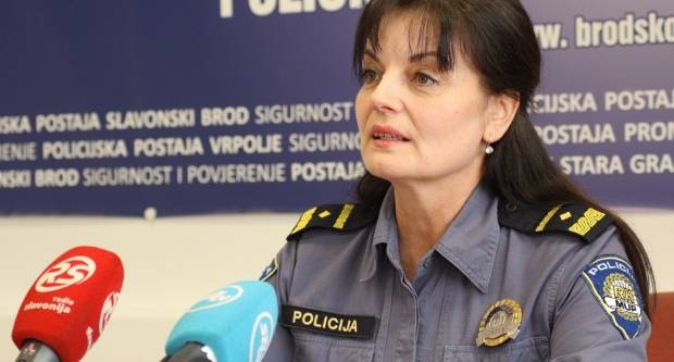 """Napali policajce koji su ih uhvatili """"na djelu"""""""