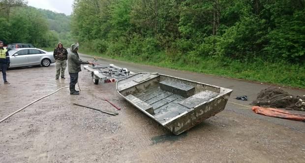 Nadljudskim naporima spašena je sva riblja populacija u jezeru Petnja - BRAVO DEČKI
