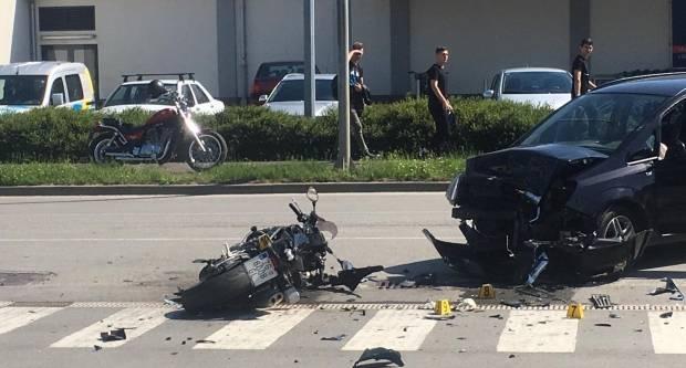 Sudar motora i auta kod Lidla u Požegi, motociklist prevezen u bolnicu