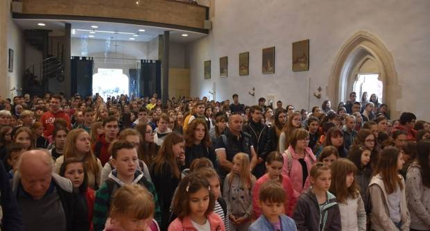 (FOTO) Hodočašće učenika osnovnih škola Požeške biskupije u Voćin